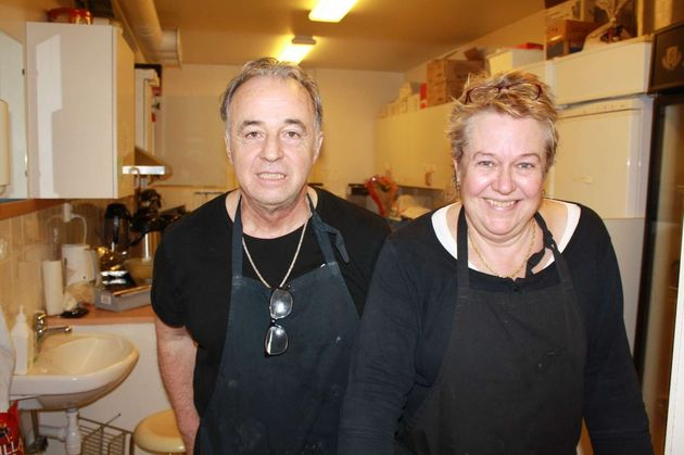 Michel och Lena lagade mat och kokade kaffe